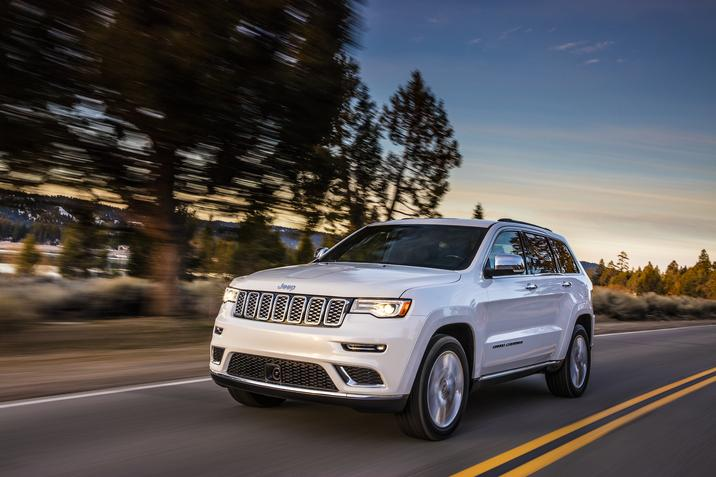The 2017 Jeep Grand Cherokee Trailhawk Rules Off Road As Four Wheeler S Suv Of Year Roading Enthusiast Publication Recently Spent A